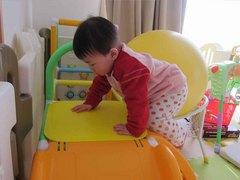 赤ちゃんとすべり台2