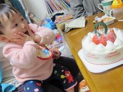 赤ちゃんとケーキ